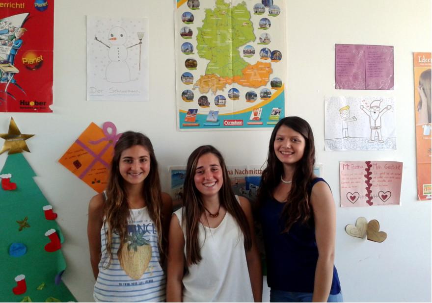 Algunes de les alumnes que han aconseguit el títol oficial de l'EOI.