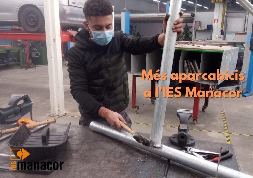 Més aparcabicis a l'IES Manacor